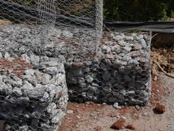 Steinkorb gefüllt