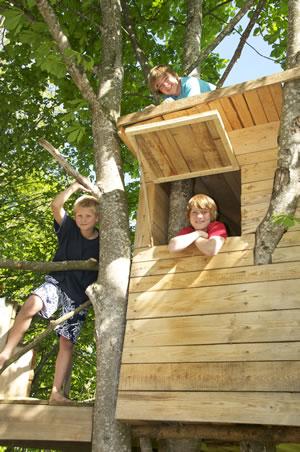 Kinderspielhaus im Baum