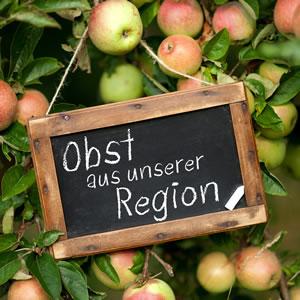 Schild: Obst aus der Region